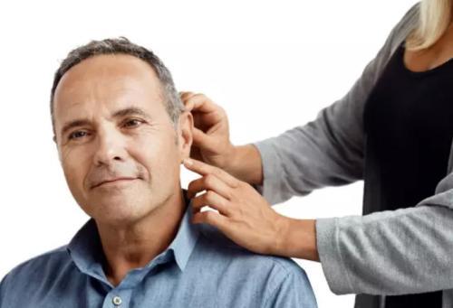 老人听力不好已经有十年了,配助听器还有用么